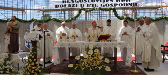 Kardinal Bozanić blagoslovio gradilište i temeljni kamen nove župne crkve sv. Josipa u Stubičkim Toplicama