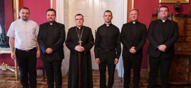 Kardinal Bozanić povjerio službe ovogodišnjim mladomisnicima